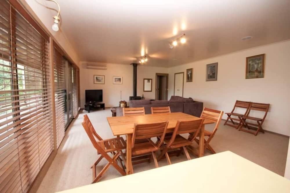 Talo, 4 makuuhuonetta - Ruokailu omassa huoneessa