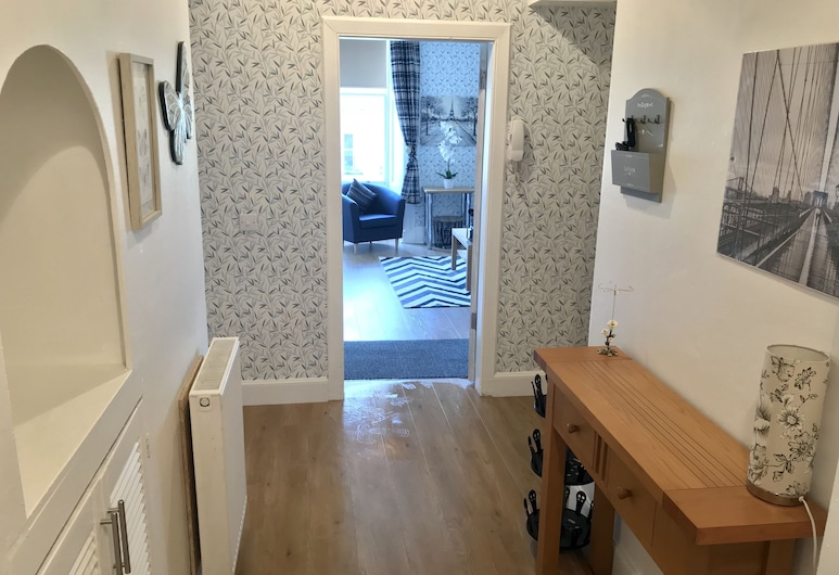 233 Leith Apartment, Edinburgh, Hallway