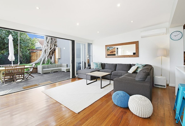 The field - villa (083i), Coogee