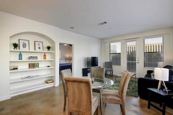 Picture of StayLo Luxury 2 Bedroom Apartment in Austin