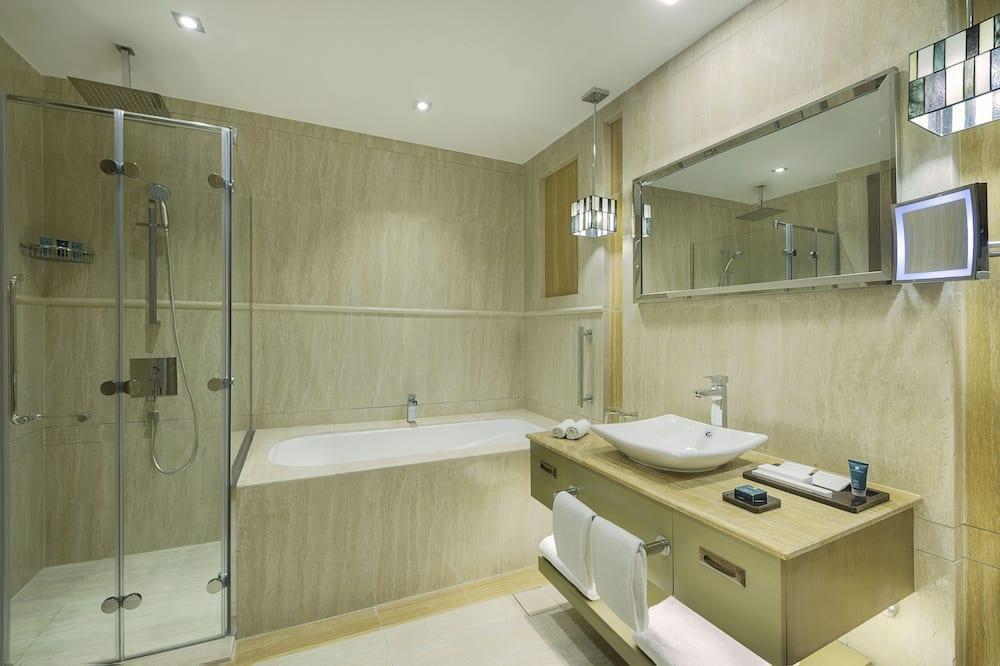 Deluxe-huone, 1 suuri parisänky, Tupakointi sallittu - Kylpyhuone