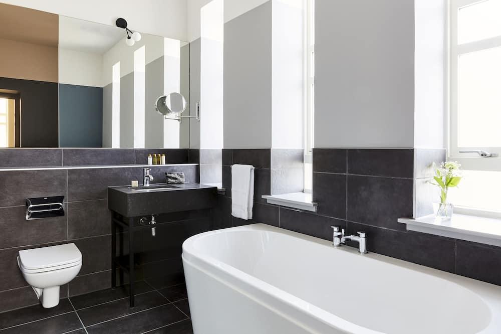 Apartmán typu Junior, 1 extra veľké dvojlôžko, nefajčiarska izba - Kúpeľňa