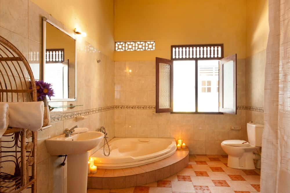 Double Room with Private Bathroom - Bathroom