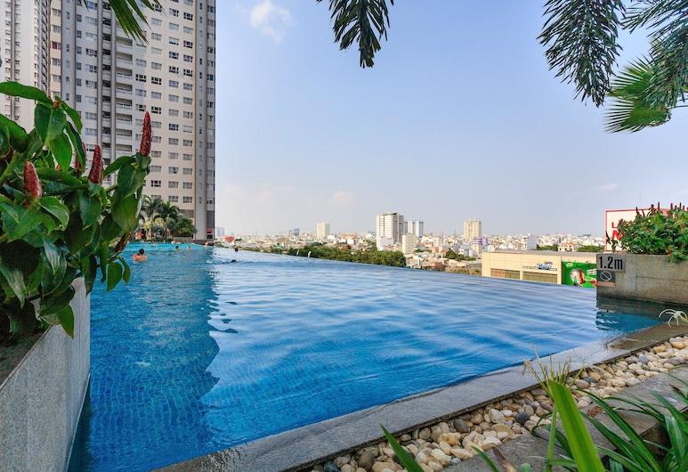 Sunrise City 2BR SW Pool 20th, Ho Chi Minh City, Infinity Pool