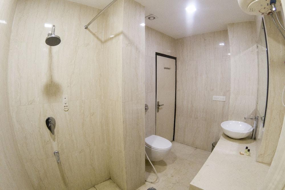 Standaard tweepersoonskamer, 1 slaapkamer, Uitzicht op de stad - Badkamer