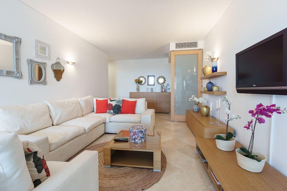 Апартаменты, 2 спальни, терраса, вид на бассейн - Гостиная