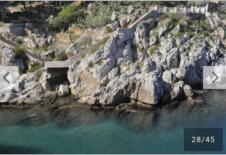 Donna sabella, Santa Flavia, Spiaggia