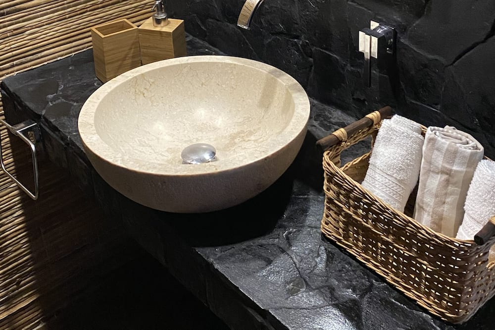 Room (Obispo) - Bathroom Sink