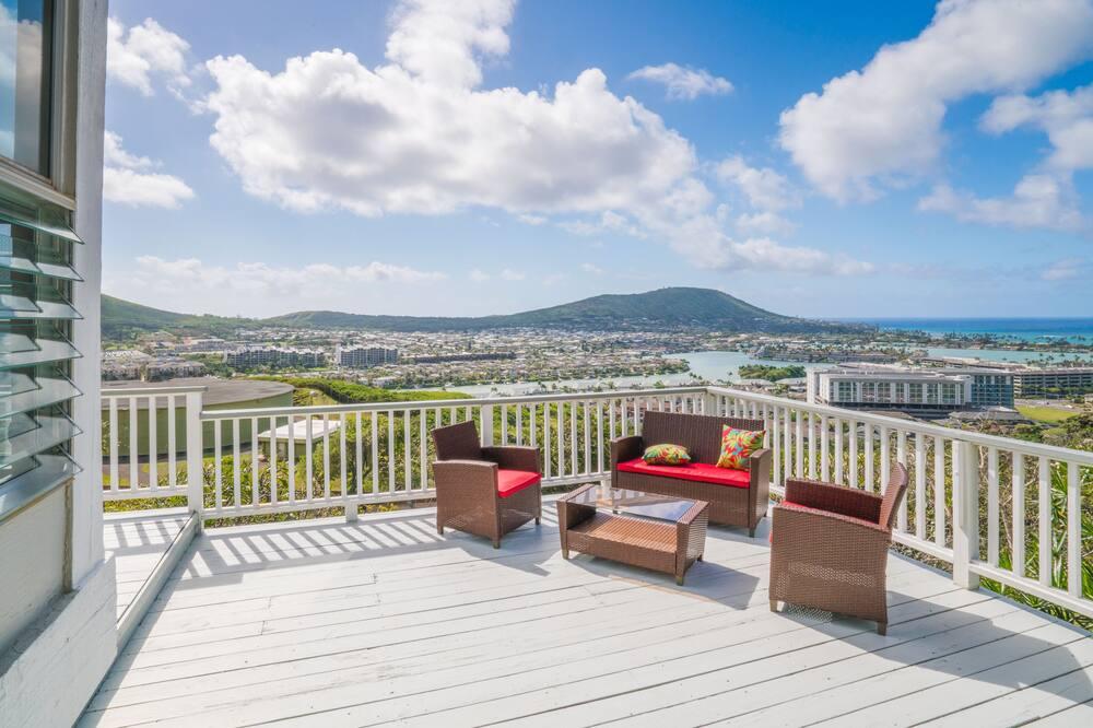 Hawaii Kai 4br W/ Wraparound Lanai & Ocean Views 4 Bedroom Home