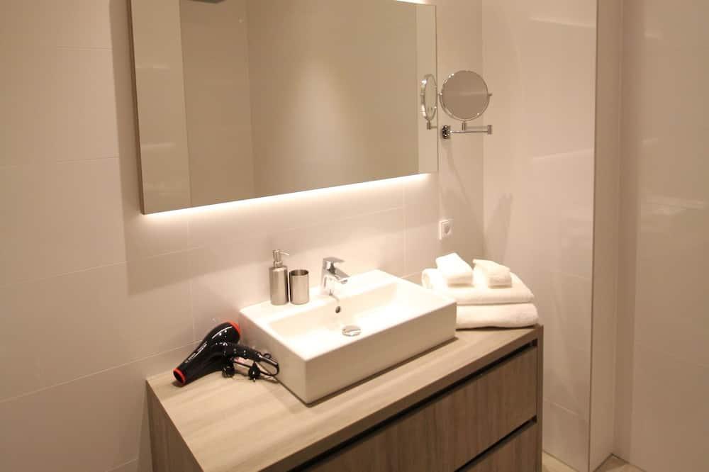 Room, 1 Bedroom - Bathroom