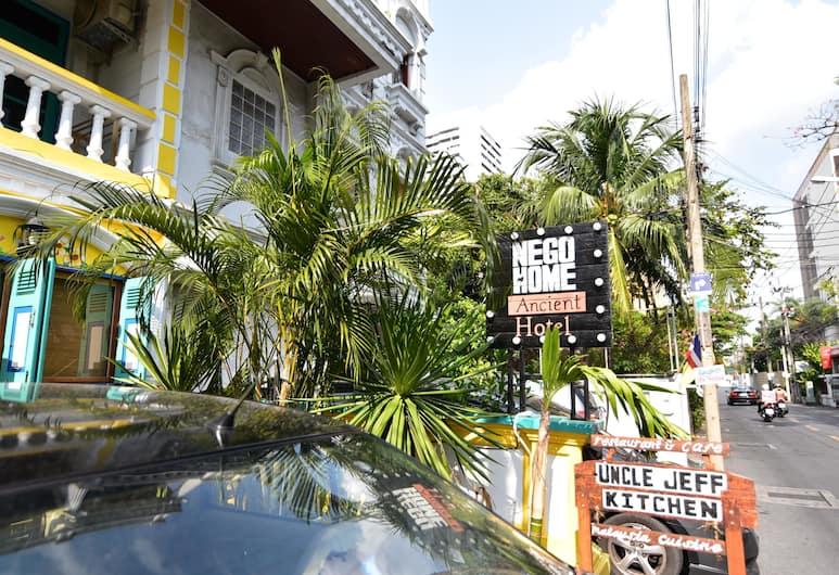 Nego Home Ancient Hotel, Bangkok, Z zewnątrz