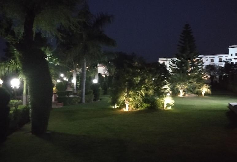 Hotel Apano Rajasthan, Джайпур, Сад