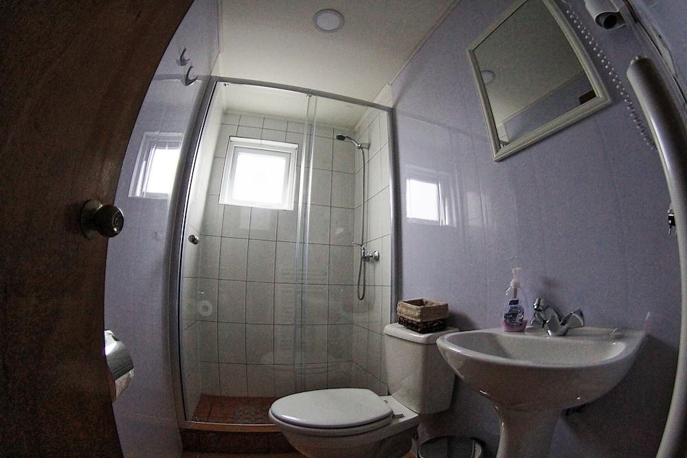 Chambre Triple Standard, salle de bains privée - Salle de bain