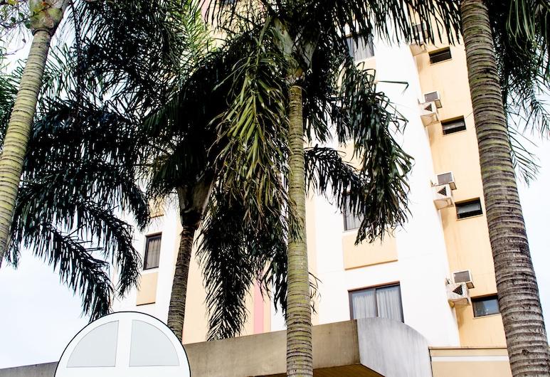 ホテル O カザラン, アララス, ホテルのフロント
