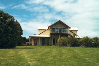 Picture of Logans Beach House and Apartments in Warrnambool