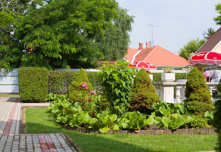 Aqua Blue Hotel, Hajduszoboszlo, Jardin