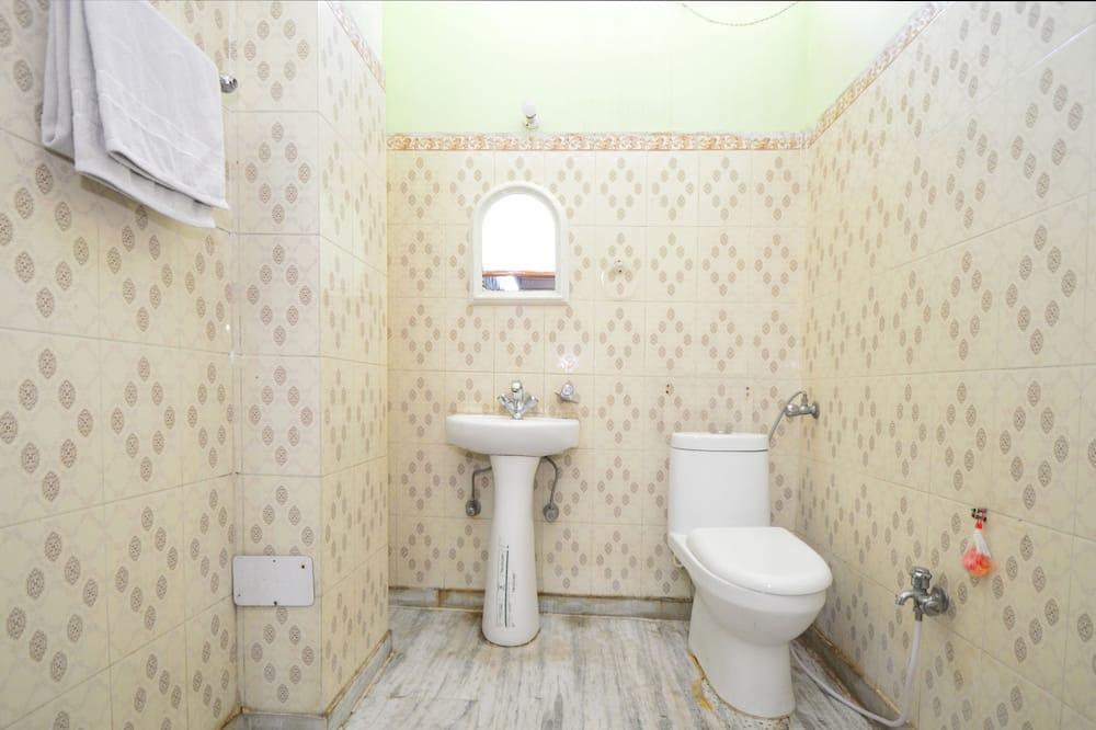 Dvivietis kambarys (2 viengulės lovos) verslo klientams (With AC) - Vonios kambarys