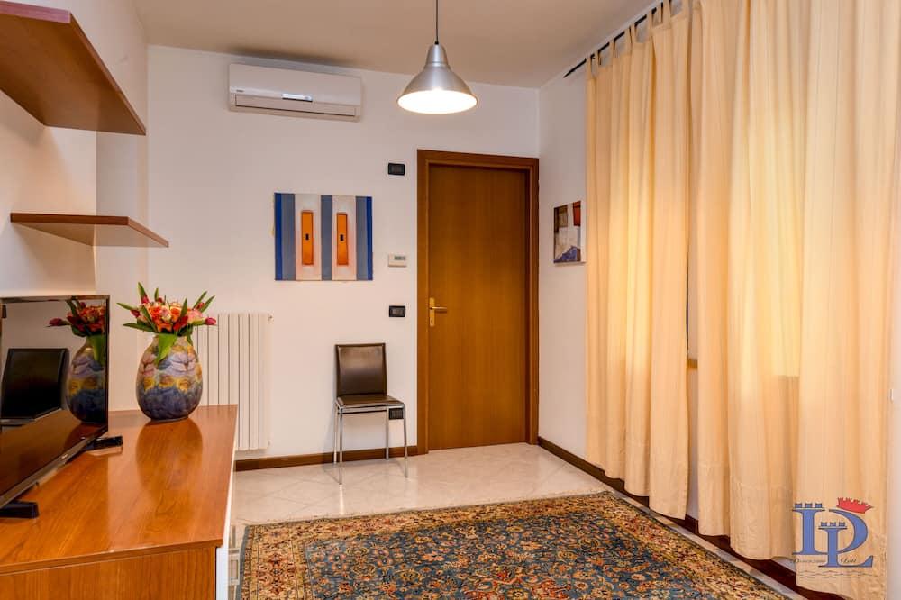 City-Apartment, 1 Schlafzimmer, Küche, Stadtblick - Wohnzimmer