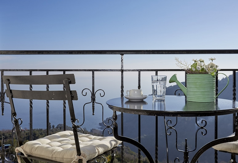 فيلا ثيا, زاجورا موريسي, منزل تقليدي, منظر من الشرفة