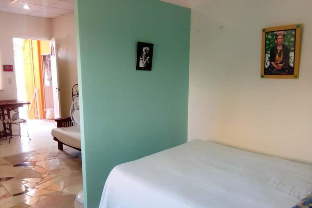 Classic Studio, 1 Bedroom, Kitchenette, Courtyard Area - Guest Room
