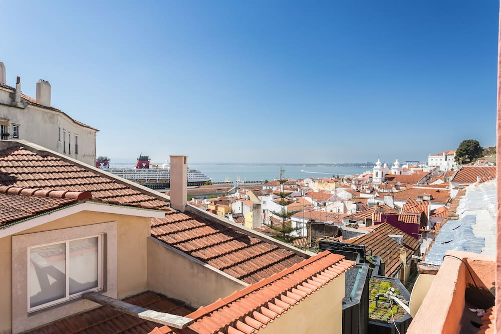 Romantic Rooftop 1BR in Alfama - Gonzalo's Guest, Lisbon