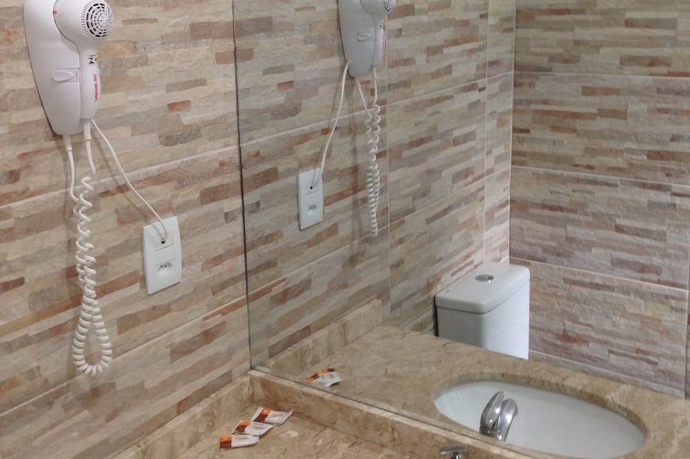 Luxury Quadruple Room, 2 Queen Beds - Bathroom Sink