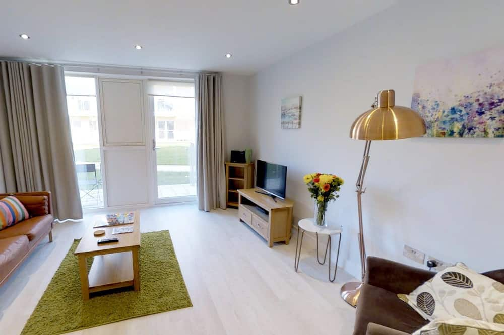 Apartment, 2 Double Beds, City View - Living Area