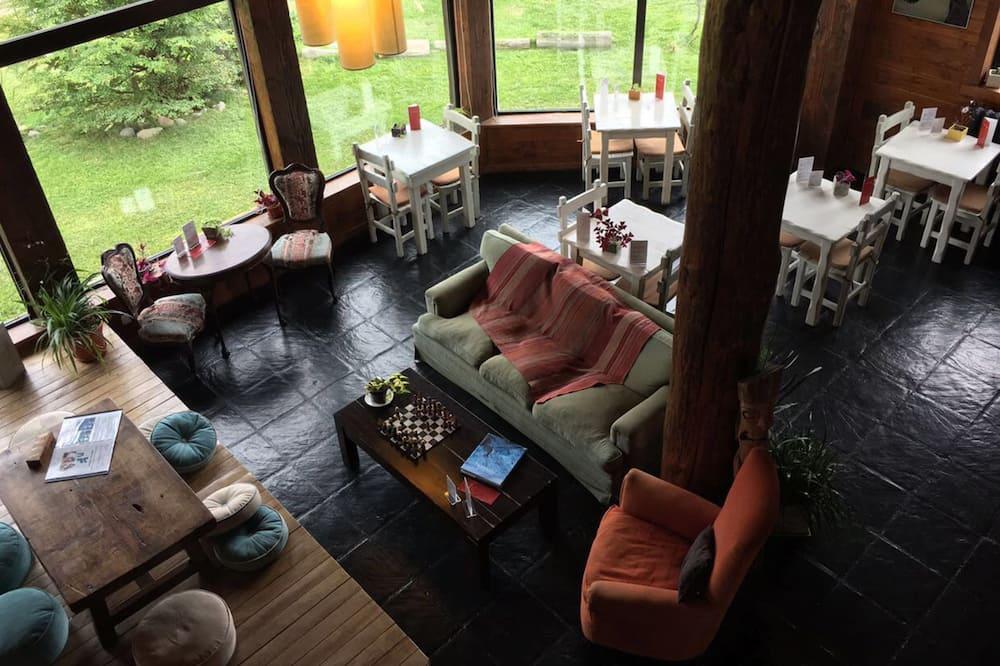 Cabin, 1 Queen Bed, Kitchenette - Living Area