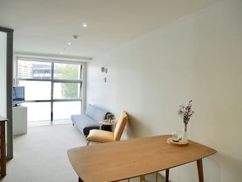 Picture of Leafy Street Apartment Central Auckland in Auckland