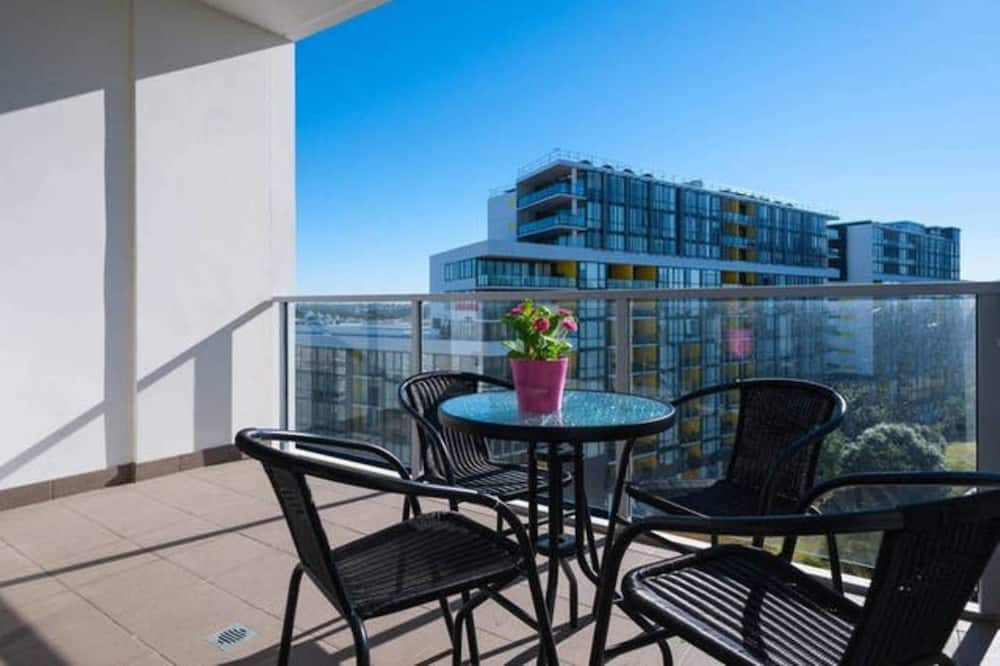 1.5 Bedroom Apartment With Study - Balcony