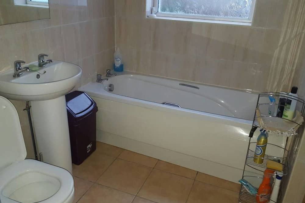 4 Bedroom Self Catering Townhouse - Bathroom