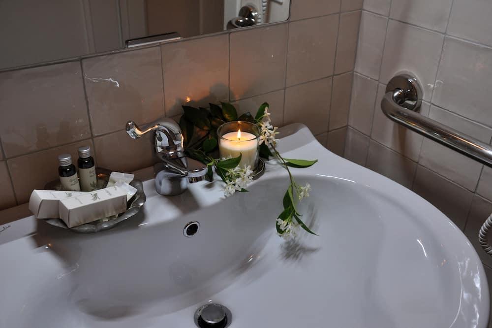 Habitación superior con 1 cama doble o 2 individuales, baño privado - Cuarto de baño