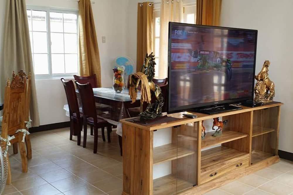 Six-Bedroom House - Living Area