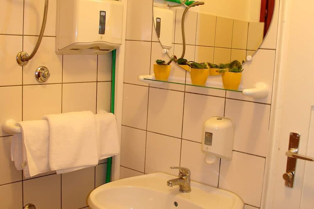 더블룸, 공용 욕실 - 욕실