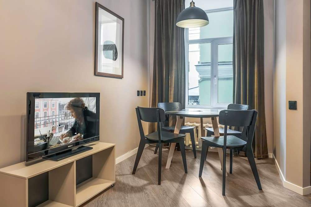 Business Apartment, 2 Bedrooms - Living Area