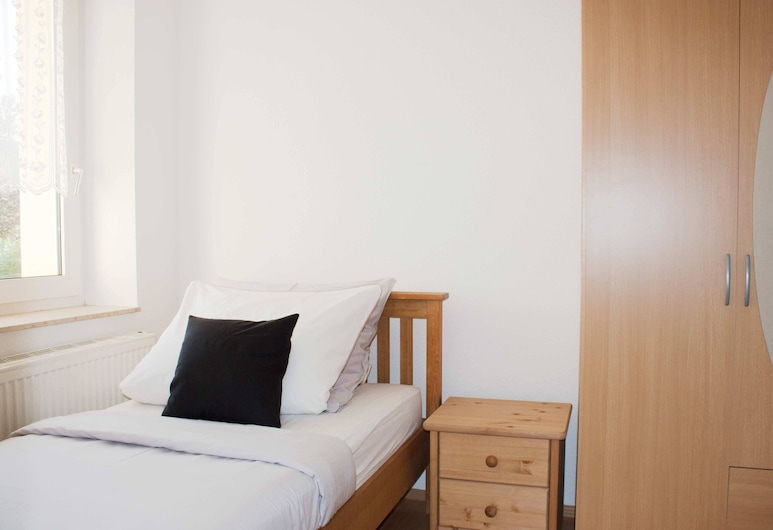Modern Furnished Apartment in Halle Saale up to 5 Persons, Halle (Saale)