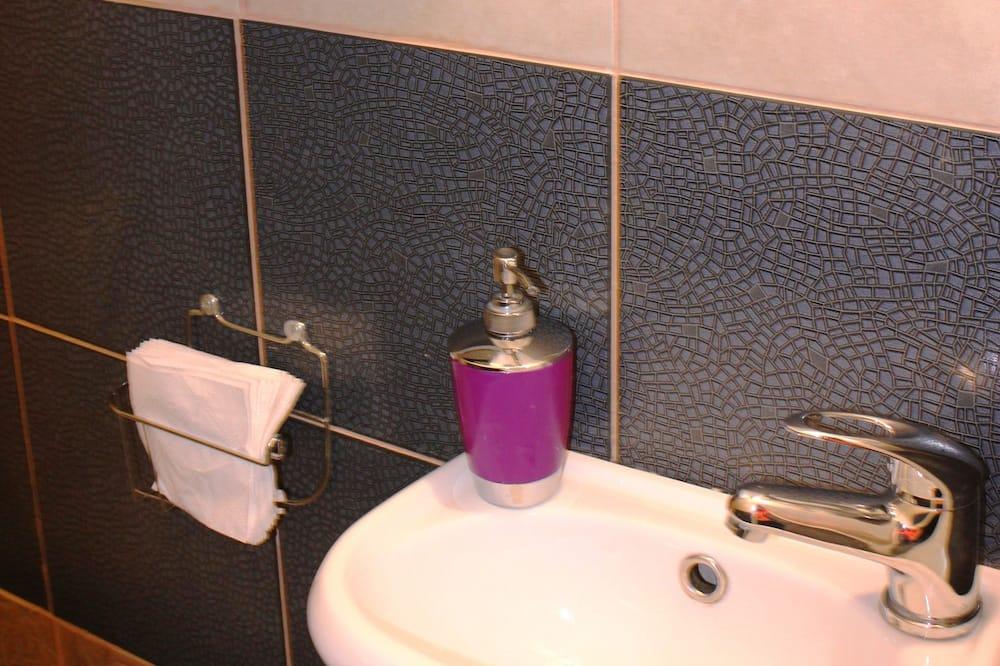 Fælles sovesal - mænd/kvinder - fælles badeværelse (14 beds) - Badeværelse