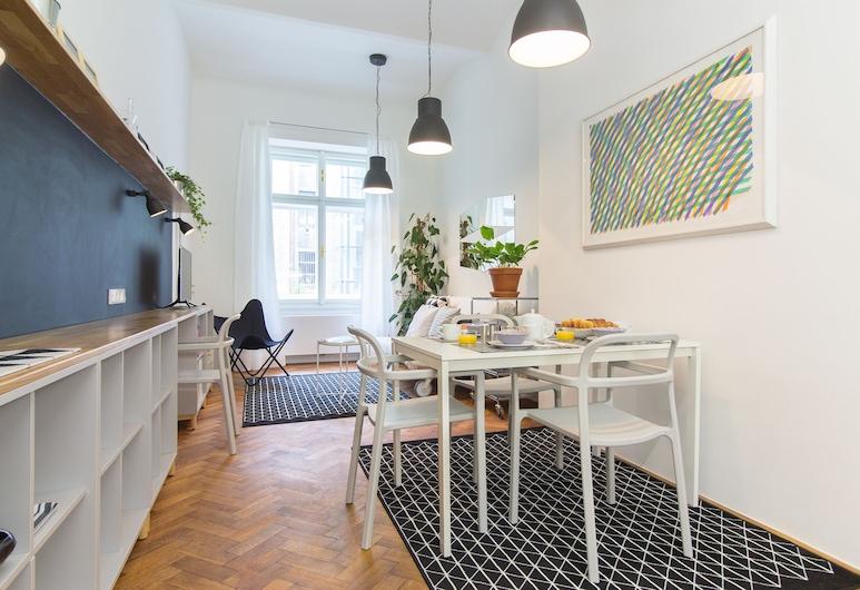Stylish Modern Apartment in Malastrana, פראג, דירה, מיטה זוגית וספה נפתחת, נוף לחצר (Dienzenhoferovy sady 2 (#15)), אזור מגורים
