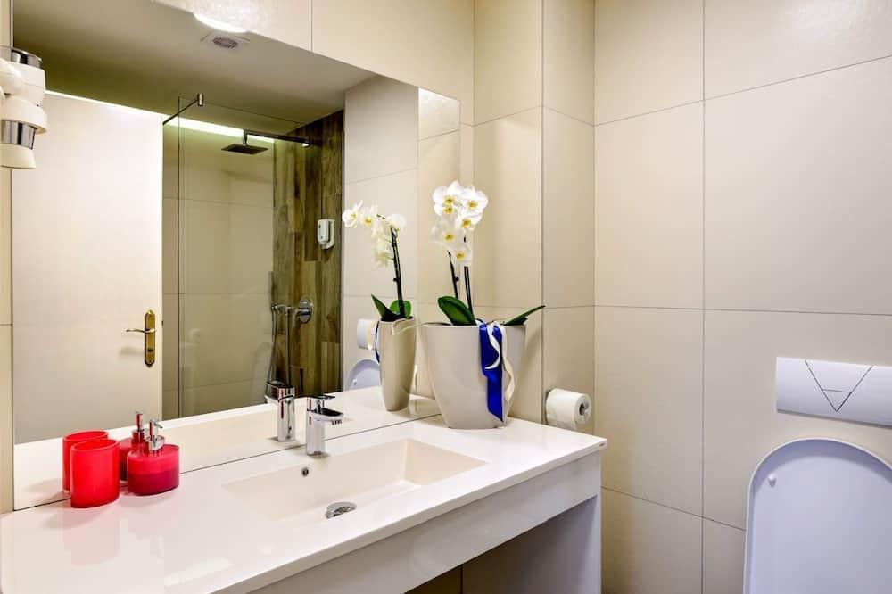 Kahden hengen huone, Keittotila, Näköala puutarhaan (Salvie) - Kylpyhuone
