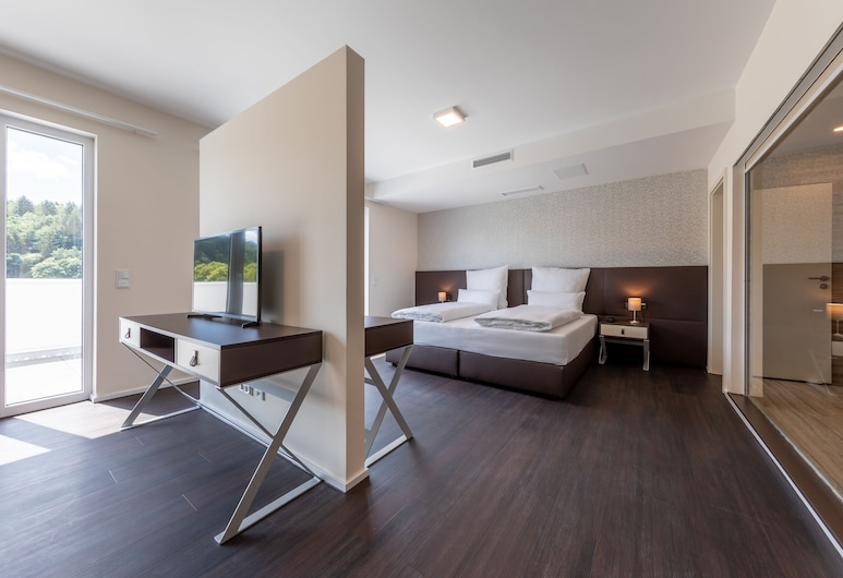 Trip Inn Conference Hotel & Suites, Wetzlar, Superior Penthouse, 1 Queen Bed, Terrace, City View, Guest Room