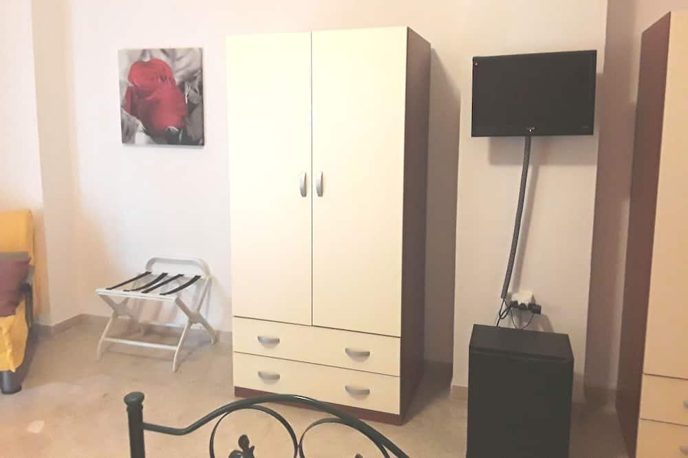 Szoba két külön ággyal, 2 egyszemélyes ágy, közös fürdőszoba - Mini-hűtőszekrény