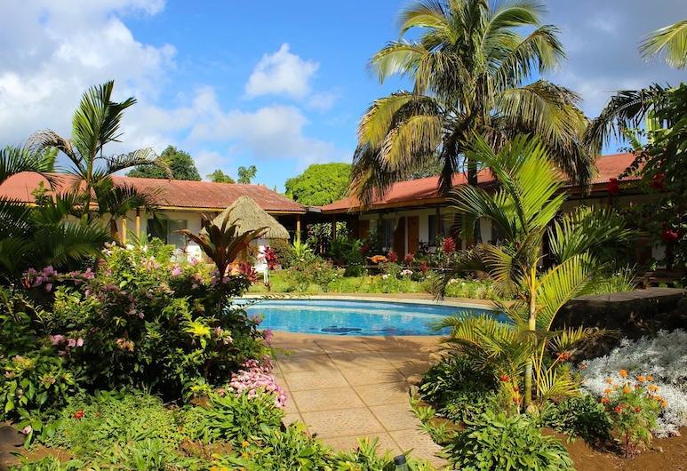 Hotel Gomero, Hanga Roa, Piscine en plein air