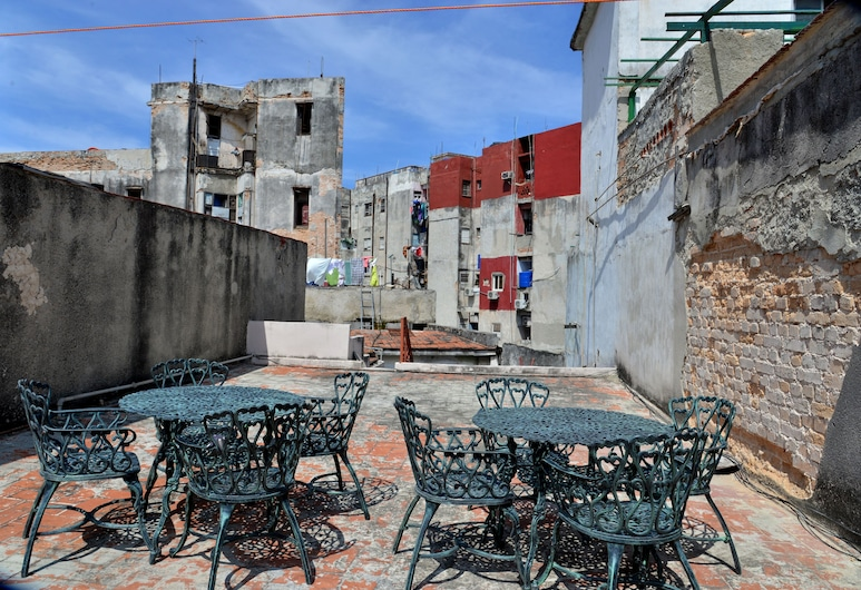 Modern and Central With Private Roof Deck, Havana, Apartment, 2 Bedrooms, Teres/Laman Dalam