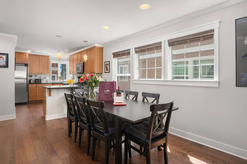 Deluxe Townhome, 3 Bedrooms, Kitchen - Living Area