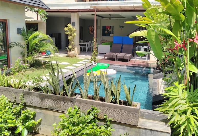 Sunshoot Villa Sandat, Seminyak, Piscina externa
