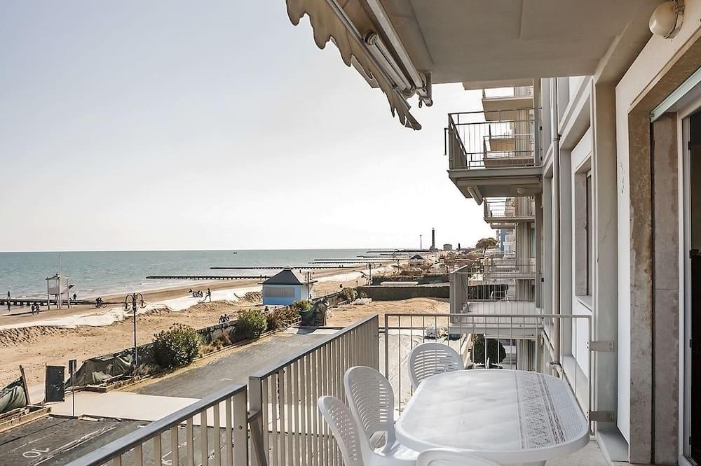 Classic Apartment, 3 Bedrooms, Kitchen, Beachfront - Balcony