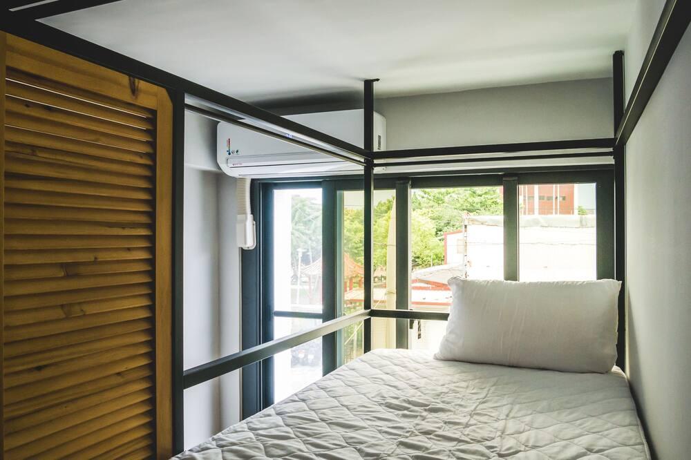 Signature slaapzaal, gemengd, gemeenschappelijke badkamer (window) - Kamer