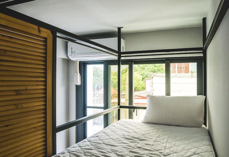 窩二樓小客棧, 花蓮市, 特色共用宿舍, 男女混合宿舍, 共用浴室, 有窗, 客房