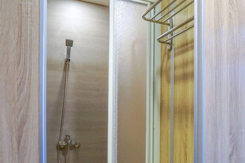 Standaard driepersoonskamer, gemeenschappelijke badkamer - Badkamer