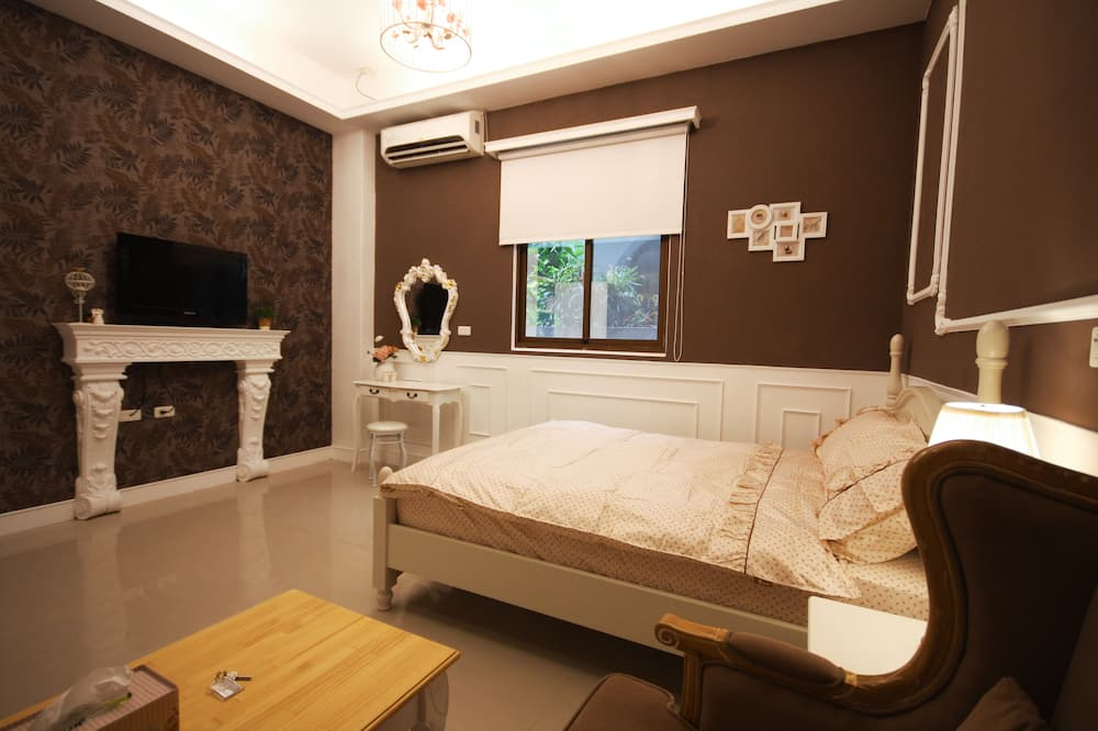 Basic Δίκλινο Δωμάτιο (Double), Μπανιέρα - Δωμάτιο επισκεπτών